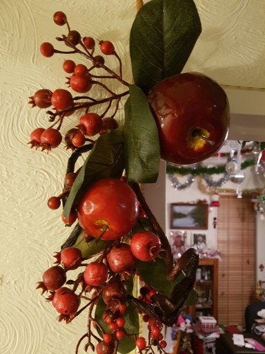 Wall hanging featuring apples