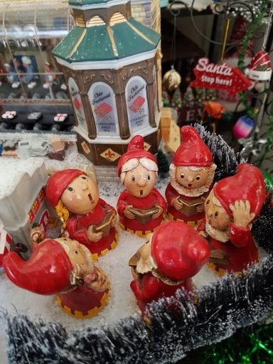 Choir of red-clad gnomes; small china ornaments