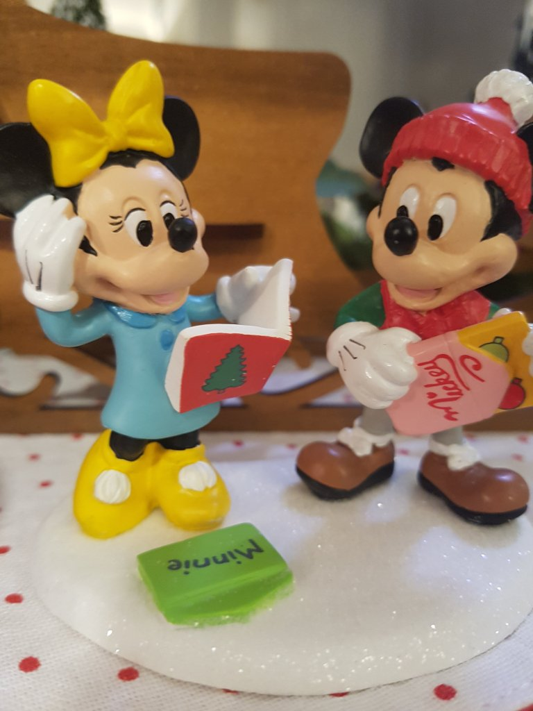 Small ornament of Mickey and Minnie opening cards from each other